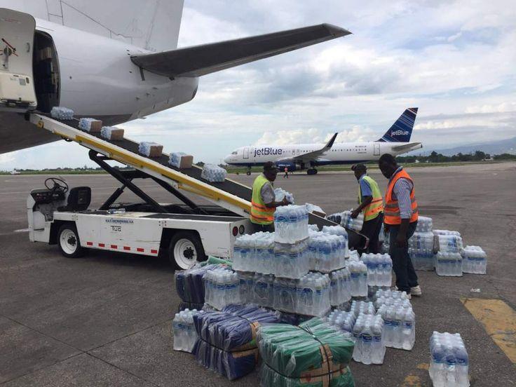 Llega a Haití ayuda humanitaria que envió Honduras tras el paso de Matthew Se envió agua purificada, medicamentos del cuadro básico, ropa, alimentos no perecederos y kits de higiene personal.