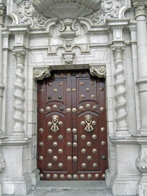 Дворец епископа, Митрополия Галвестон-Хьюстона. Галвестон-Айленд, штат Техас, США./ Doors Bishops Palace