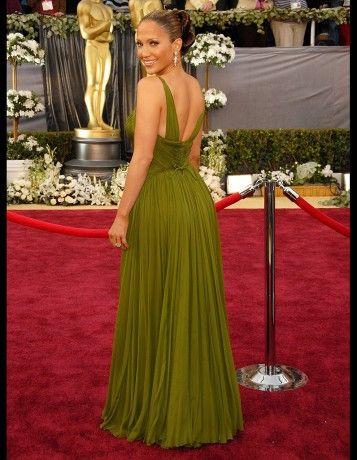 Les plus belles robes des Oscars depuis 1952. Jennifer Lopez en vintage Jean Dessès, à la cérémonie des Oscars en 2006. http://www.elle.fr/People/Style/Trajectoire-mode/Les-plus-belles-robes-des-Oscars/Jennifer-Lopez-en-vintage-Jean-Desses