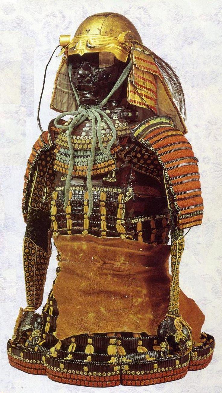 Uesugi Kenshin 上杉 謙信 (1530 – 1578). 上杉謙信所用 素懸熏韋威腹巻 (上杉神社蔵)こちらも古風な腹巻で、兜は金箔押の古頭形(こなずり)、胴や草摺は素懸威となっている。付属する赤糸威の壺袖は織田信長からの贈り物。