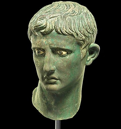 The Meroë Head. This bronze portrait of the Roman emperor Augustus is the only one known to have survived with its original inlaid eyes. Strabo wrote about a Merosite army, led by King Teriteqas and the one-eyed queen Amanirenas who raided the Roman garrisons at Syene, Elephantina and Philae, in southern Egypt, in CE 25. They decapitated Augustus's€™ statue and buried his head in the doorway which served as a victory monument, allowing visitors to trample on the Emperor each time they…