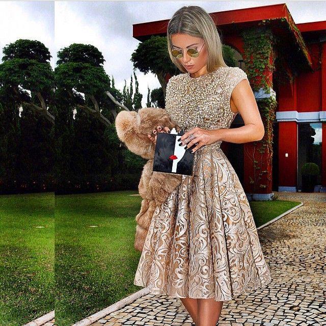 Golden  dress ❤️ bordado com cristais e pérolas  de vidro, a linda @babigoulart ficou diva. ✨✨✨#alfreda #luxo #alfredaoficial #marcadesejo