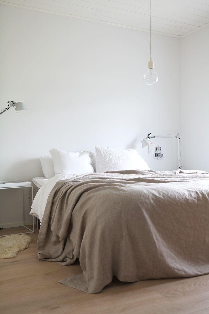 Muoti mielessä Hay Muuto E27 Tolomeo white linen bedroom