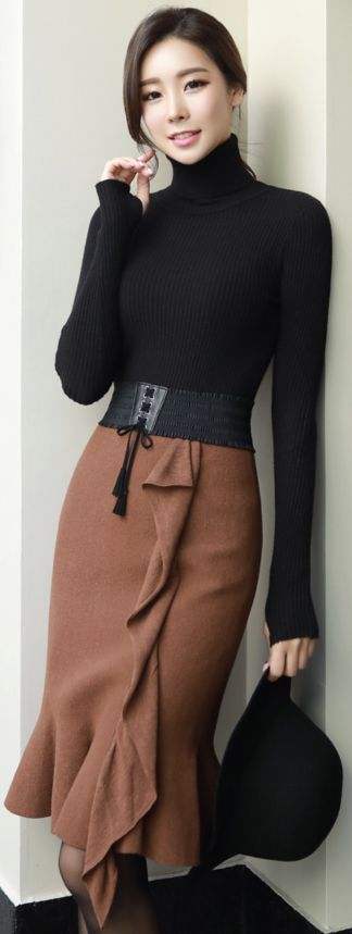 StyleOnme_Ruffle Detail Trumpet Hem Knit Skirt #brown #ruffle #skirt #falltrend #koreanfashion #kstyle #kfashion #dailylook #seoul