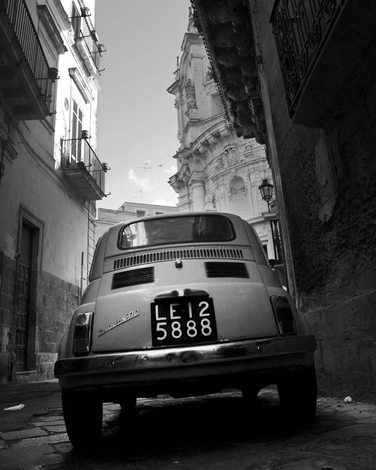 Exploring Lecce old town with a vintage Fiat 500. #Puglia #Italy