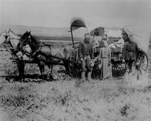 Families moving West: American West, Vintage Photos, Wagon Training, Covers Wagon, West History, Homesteads, Families, Wild West, American Pioneer