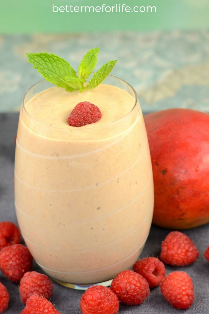 Mango raspberry mint flax smoothie: a wonderfully refreshing meal-replacement smoothie packed with anti-inflammatory, antioxidant, and weight loss benefits. Find the recipe on BetterMeforLife.com