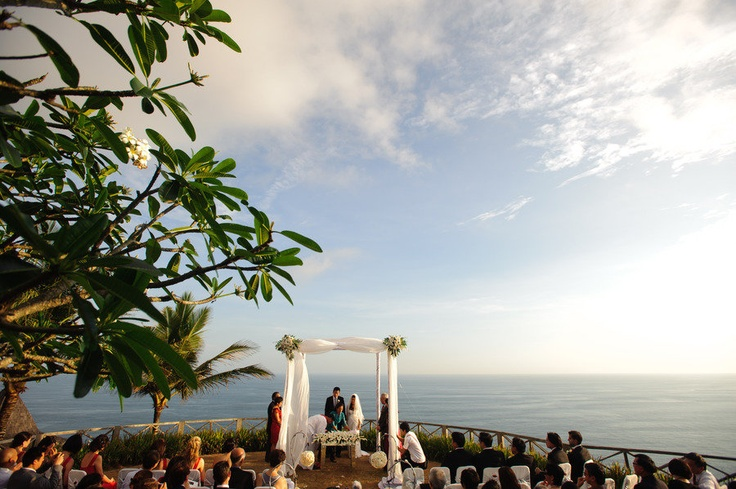 Given that most of their family and friends live in Singapore, Hong Kong and Indonesia, Bali became a natural choice for their destination wedding. The ceremony and reception were held at the breathtaking Khayangan Estate in Uluwatu, which has a 180-degree view of the Indian Ocean.