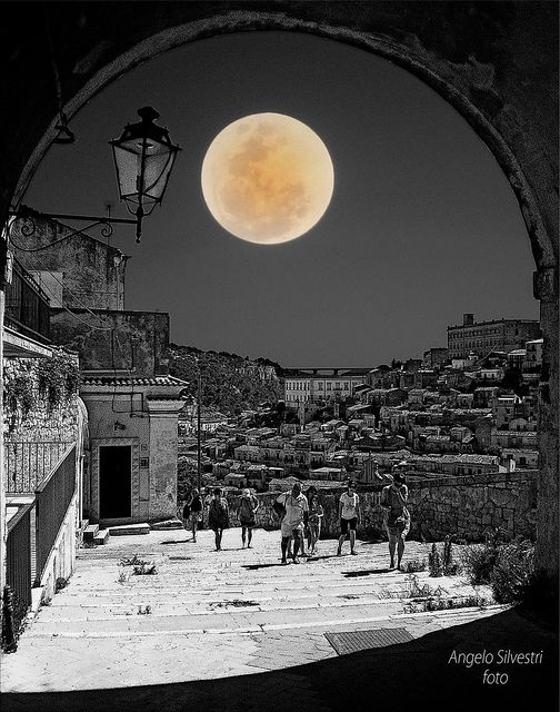Modica - Sicilia | Luna Intensità