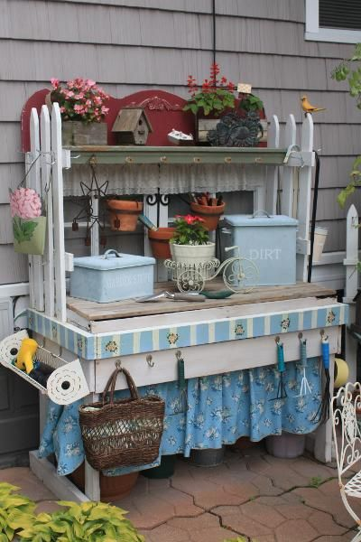 omg...how cute is this Potting Bench?