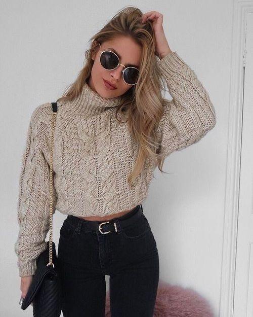 Jesienna stylizacja z krótkim swetrem