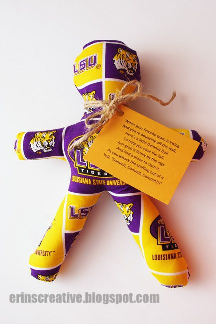 Here is a great last minute Christmas gift idea for any sports fans out there. It took me less than 30 minutes to make and that included ma...