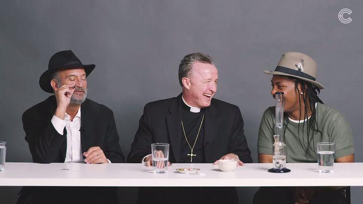 Ein Rabbi, ein Priester und ein Atheist werden gemeinsam high  Ein Rabbi, ein Priester und ein Atheist rauchen zusammen Gras – was nach dem Anfang eines Witzes klingt, ist der Titel eines Videos auf dem YouTub...