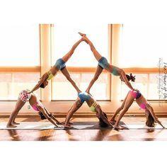 """Gorgeous downward dog human pyramid! @casa_colibri @inlovewithabeernerd @move_yo_asana @yogapriss @jaimeeleeyogi make a perfect shape in our bright and…"""