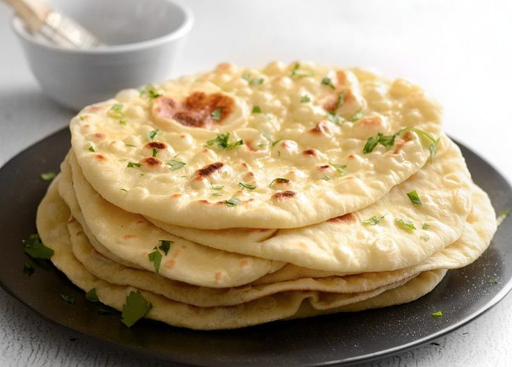 Amateur de pain naan ou de cuisine indienne? Voici une recette facile pour faire un pain naan absolument parfait à la maison!