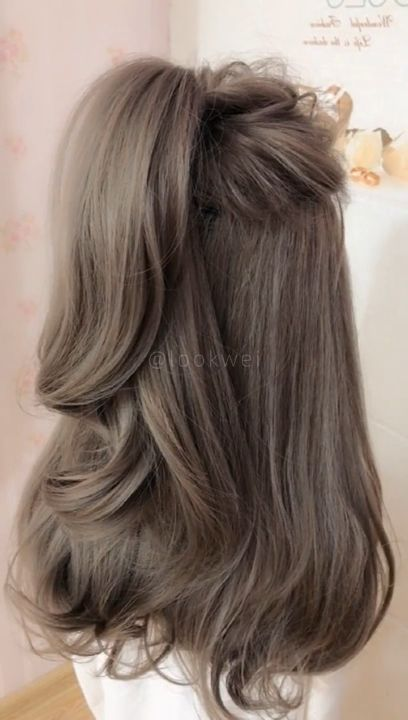 The tall ponytail hairstyle that all beautiful women like