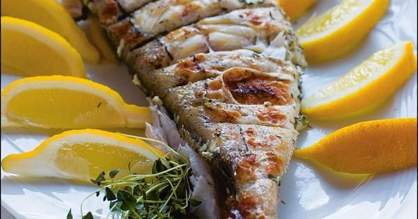 Pesce alla brace - helgrillad fisk | Recept från Köket.se