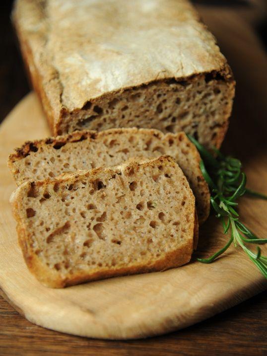 Chleb z rozmarynem i oliwą (na zakwasie)