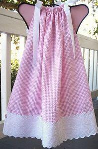 Cómo hacer un vestido de estilo de funda de almohada