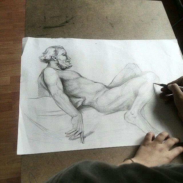 Temel Sanat Çizgi ve Ton çalışmaları Çizgi, Form, Hacim, Işık/Gölge, Espas Perspektif İç/Dış mekan Obje/Doğa etütleri Portre, Figür etütleri Artistik Anatomi İmgesel Bölümlere yönelik çalışmalar