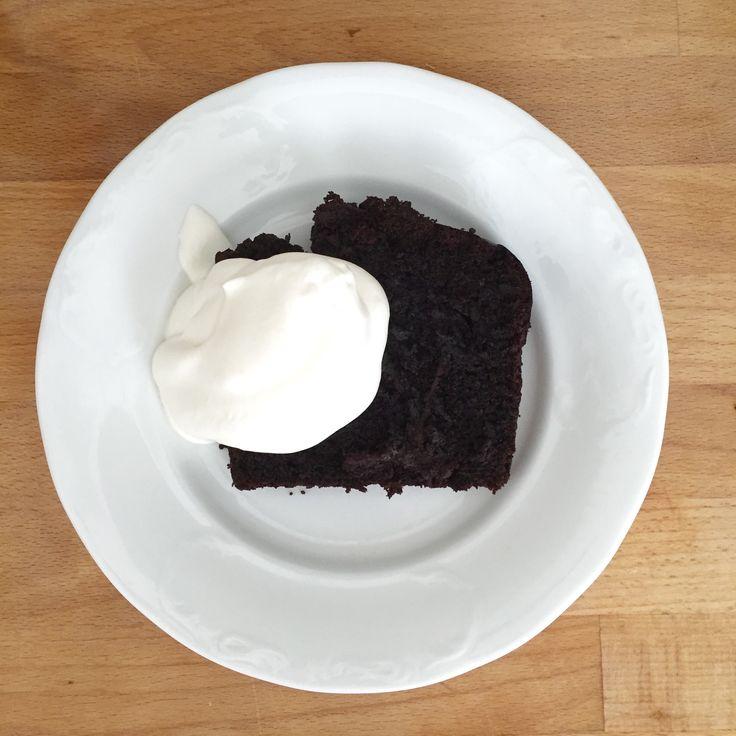 Sweet chocolate bread with beetroot • cream Sladký čokoládový chlebíček z červené řepy • Šlehačka