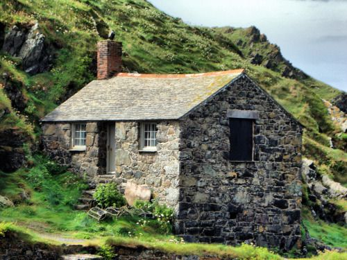 pagewoman:  Fisherman's Cottage, Mullion Cove, Lizard Point, Cornwall, England