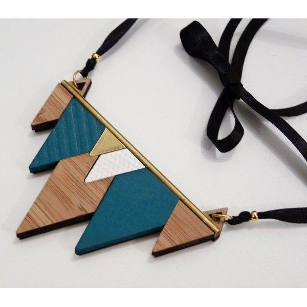 Collier MINIMAL bleu - Les Petites Découpes / collier graphique triangle bambou lasercut
