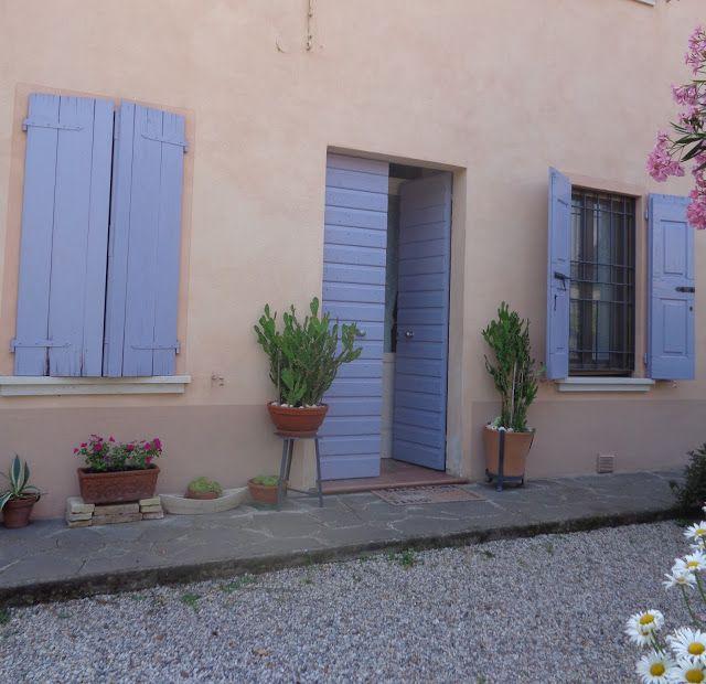 Finestre e ingresso a Castellaro Lagusello (Mantova)