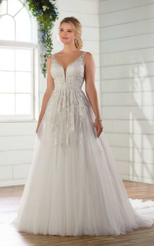 84dbb7696b9 D2730 Lace and Tulle A-Line Wedding Gown by Essense of Australia size 12