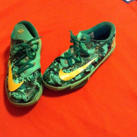 Kevin Durant shoes (KDs) Kelvin Durant shoes, used condition! Pictures show the exact condition of shoes! Still in good shape, nonetheless. Size 7Y! Pricing low to sale! Kevin Durant  Shoes Athletic Shoes