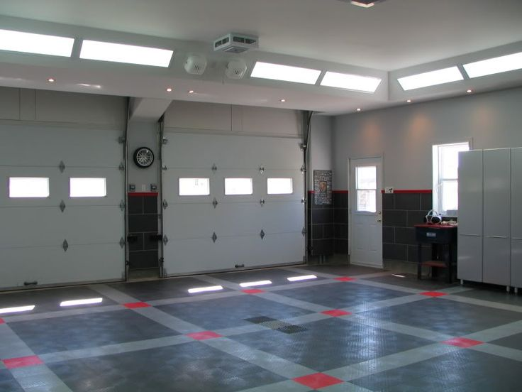 Great lighting location, and I like how the garage doors are hidden in the ceiling when they are opened.