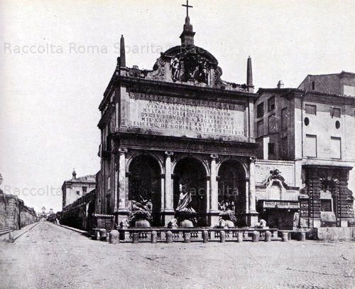 Piazza San Bernardo e largo di Santa Susanna. Fontana dell'Acqua Felice con la statua del Mosè Anno: 1865