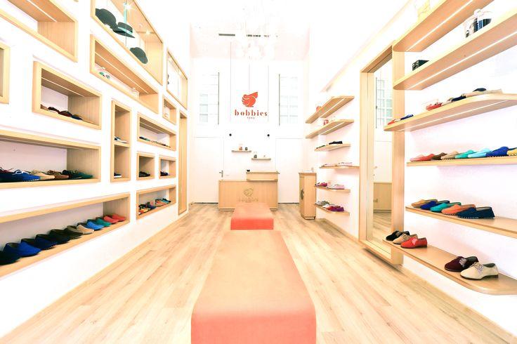 Architecte d'intérieur Elodie Cottin. Réaménagement d'une boutique Bobbies. Bois, orange, magasin, chaussures, Mocassins   Beyrouth - 2015