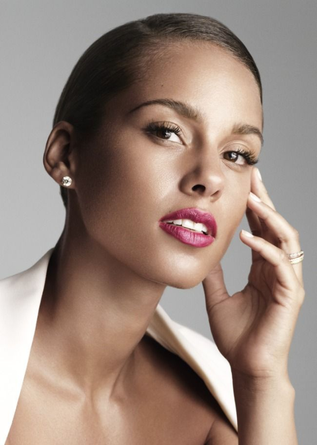 Alicia keys short sleek haircut. No one can pull it of like Alicia!