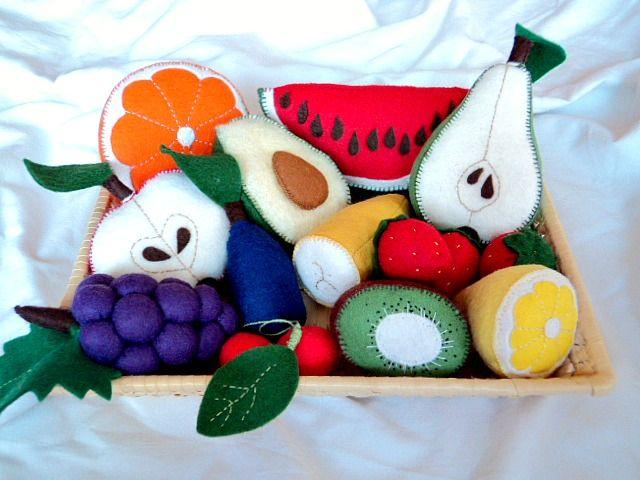 Avokádo Ručně šité avokádo z plsti - didaktická pomůcka, hračka do dětské kuchyňky či obchůdku, dekorace. Rozměry cca 9 x 6 cm.