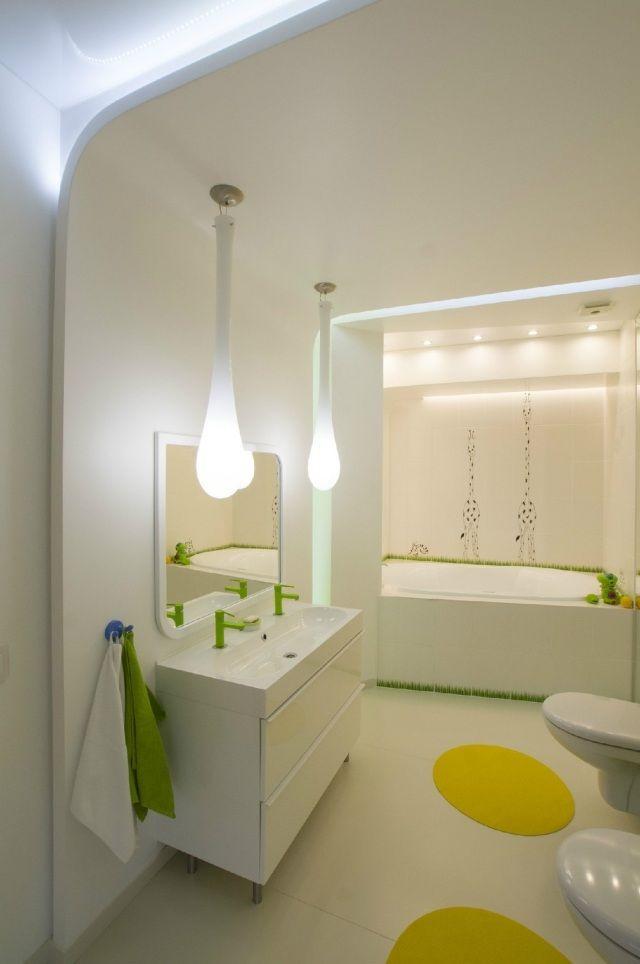 Badezimmer Ohne Fenster Indirekte Beleuchtung Pendelleuchten Grüne Akzente