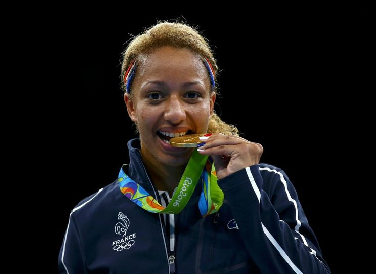 VIDEO. Rio 2016, boxe : Estelle Mossely en or le jour de son 24e anniversaire