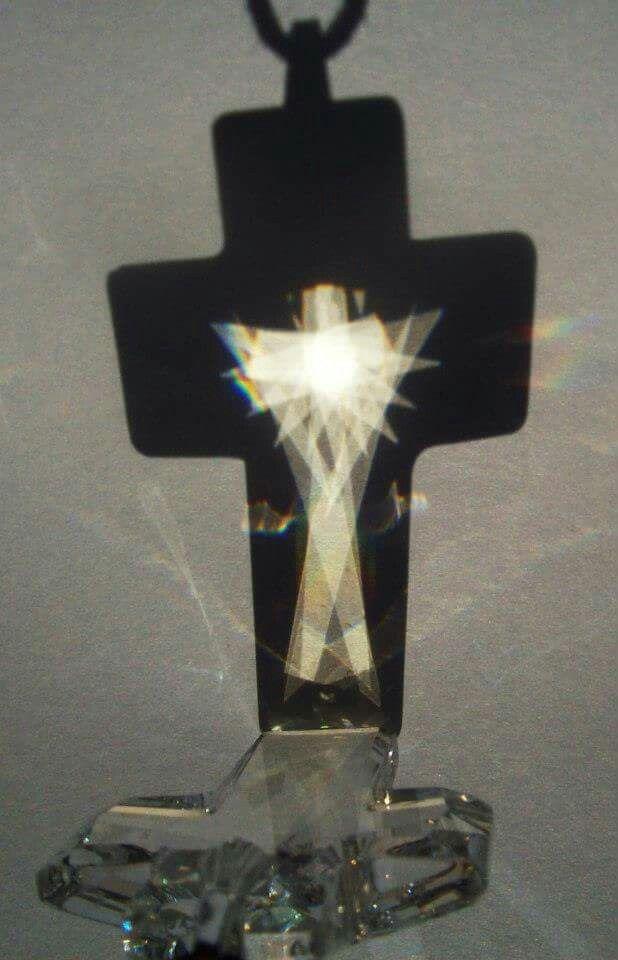 Kristallkreuz mit Lichtengel