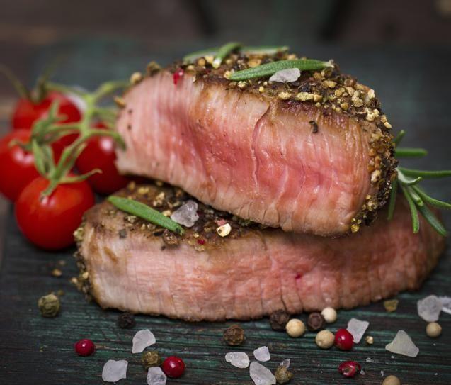 Consumir alimentos que possuem baixo teor de carboidrato, especialmente do tipo refinado, pode trazer muitos benefícios para a saúde, incluindo a perda de peso, melhora na saúde do coração e controle do diabetes. Leia também: Alimentos que emagrecem, segundo top nutricionista Alimentos termogênicos para emagrece