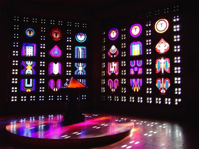 Eglise Saint-Remy de Baccarat / Vitraux de cristal © OT Baccarat