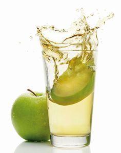 Elma Sirkesi Vücudu Temizliyor !    Mısır döneminde Hipokrat tarafından da tedavi amacıyla kullanılan elma sirkesinin vücudu temizlemesinin yanı sıra zayıflatma etkisiyle beraber sayısız faydası da bulunmaktadır.    Vücuda canlılık veren elma sirkesi, böbrek ve karaciğeri de temizliyor. Etkili bir detoks ürünü de olan elma sirkesi, cildin daha parlak görünmesini sağlıyor.