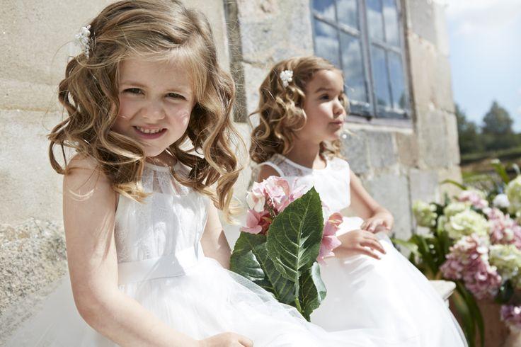 Deze prachtige bruidsmeisjesjurkjes van Lilly zijn verkrijgbaar bij Corrie's bruidskindermode. Kijk op de website of kom langs in de winkel. bruidskindermode.nl. Trouwen, bruiloft, huwelijk, bruidskinderen, bruidskinderkleding, kinderbruidskleding, kinderbruidsmode, kinderbruidsjurk, bruidsmeisje, communie