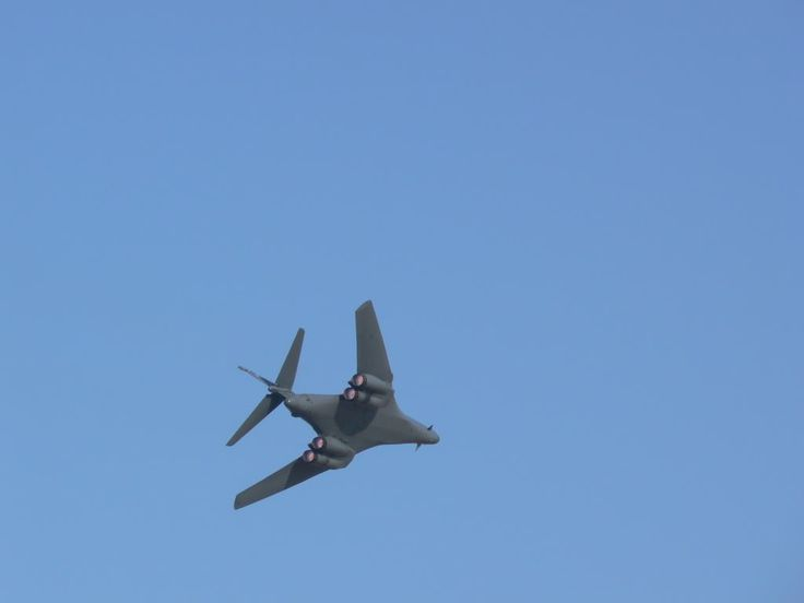 B 1 lancer flying
