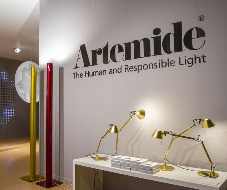 Our Dubai showroom has a really nice setting: #Tolomeo Tavolo Micro Gold ► http://bit.ly/2fjR8Ee by Michele De Lucchi & Giancarlo Fassina Ilio ► http://bit.ly/1Ko7KiB #design by Ernesto Gismondi In the back, the LoT installation ► http://bit.ly/2hpzO01 by Tapio Rosenius Dubai Artemide showroom ~ UAE
