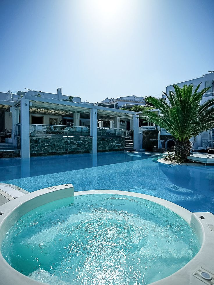 Enjoy a lovely dip in the jacuzzi before taking a swim in the pool! This is the life! http://www.semelihotel.gr/hotel-services-facilities-mykonos/  #Semeli #SemeliHotel #Mykonos