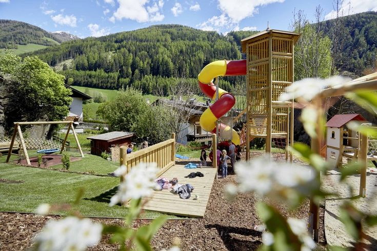 Un nuovo Kids Fun Park dedicato ai bambini e poi tante proposte di escursioni, esplorazioni e divertimenti tra dinosauri, percorsi sospesi tra gli alberi e Family Park, in Valle Aurina.