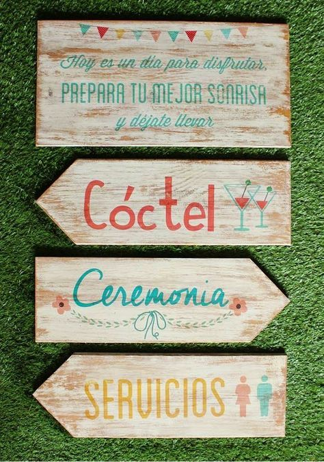 Señaliza tu boda con flechas o carteles de madera.