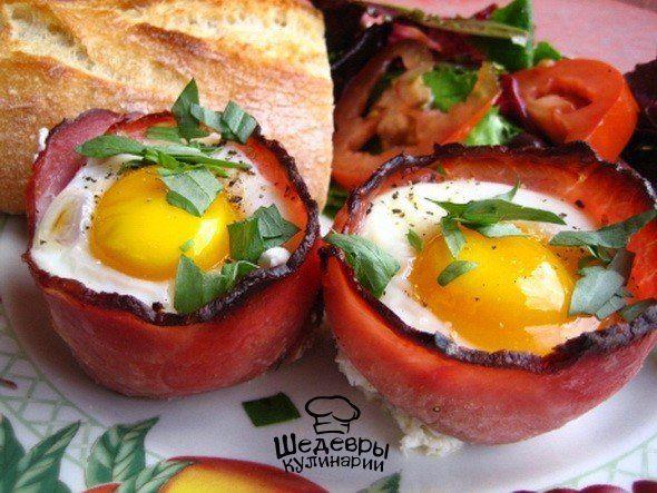 7 ИДЕЙ ДЛЯ ЗАВТРАКА ИЛИ ЕСЛИ ЯИЧНИЦА НАДОЕЛА 1. Корзинки с яйцамиДля приготовления вам понадобятся корзинки для маффинов, бекон и яйца. Сверните в корзинке тонкие ломтики бекона, разбейте в середину корзинки яйцо и запеките всё это в духовке.2. Хрустящие яйца-пашотТакие яйца можно часто увидеть в разных французских салатах. Сначала отварите ...