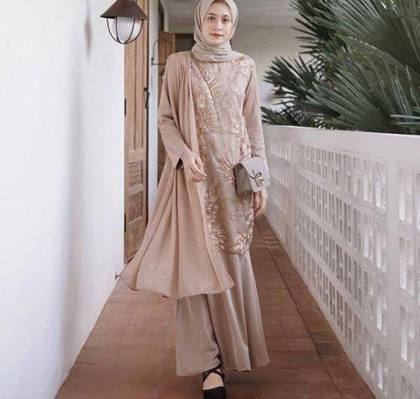 Pin Oleh Anggira Pramusta Di Gamis Terbaru April 2018 Di 2020 Model Baju Wanita Model Pakaian Model Pakaian Muslim