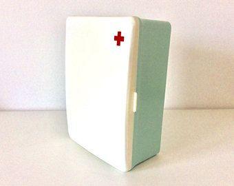 Best 25+ Old medicine cabinets ideas on Pinterest | Old ...
